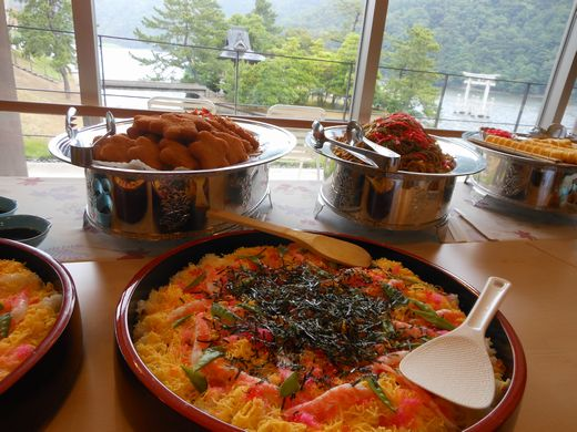 浮き鳥居と寿司.jpg